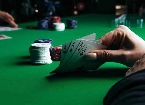 Which rules must be followed to play a blackjack game? Explain it.